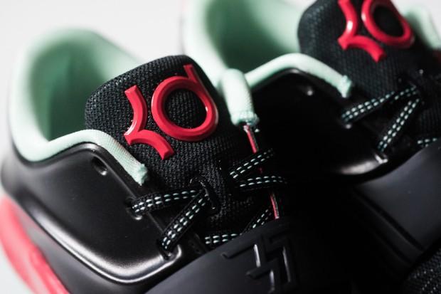 Nike_KD_VII_Good_Apples_Sneaker_Politics_7_2a6a8c85-93d9-4b03-95f8-05f70729a479_1024x1024