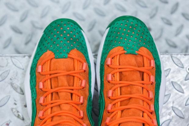 sneakersnstuff-x-reebok-question-mid-15-stars-4