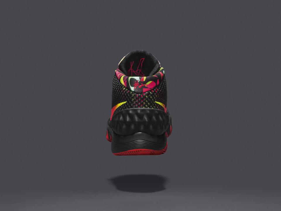 SP15_BB_KYRIE_1_705277-016_Back_native_1600